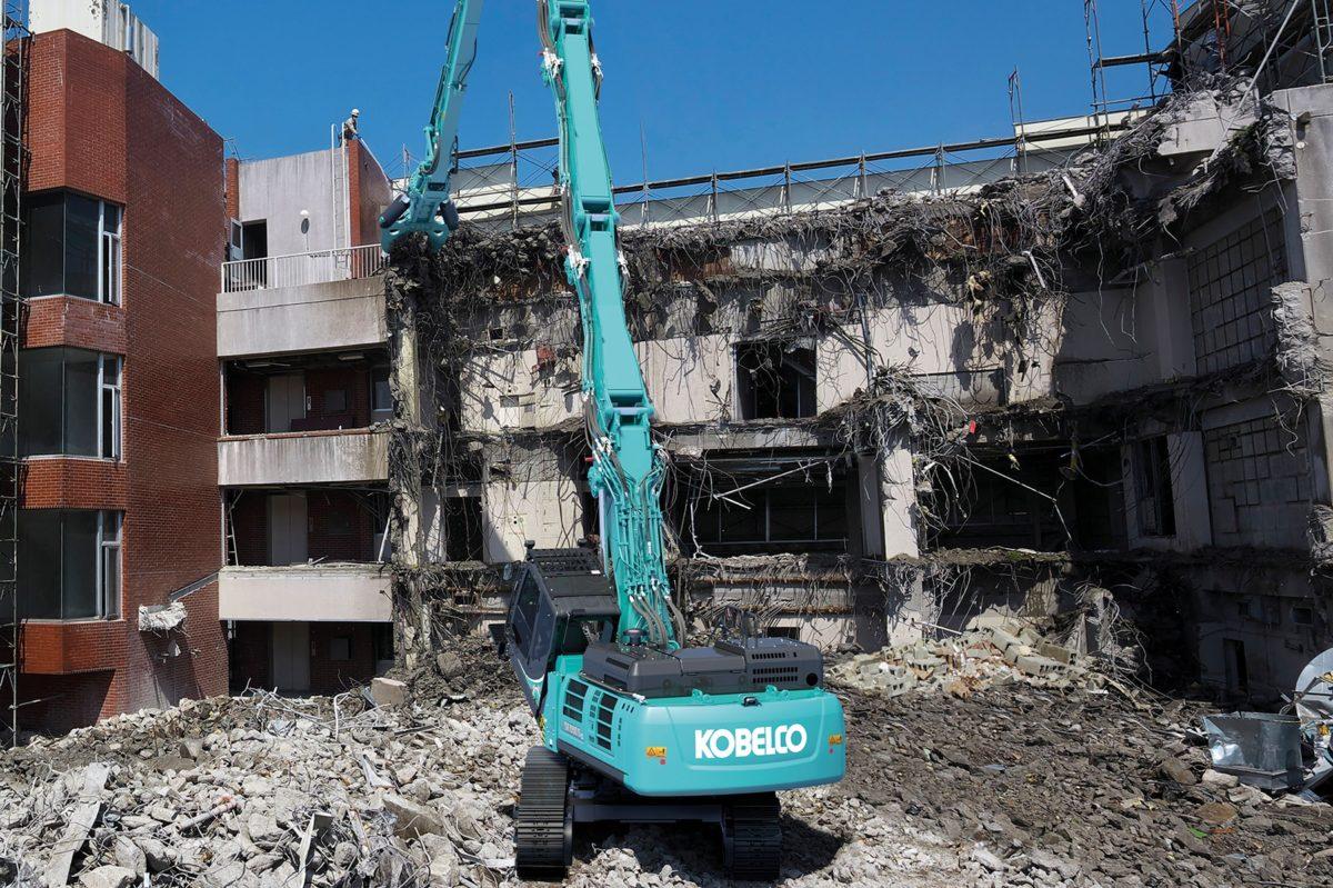 Nowe maszyny wyburzeniowe KOBELCO SK400DLC-10 i SK550DLC-10